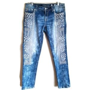 RARE miss me signature skinny embroidered jeans